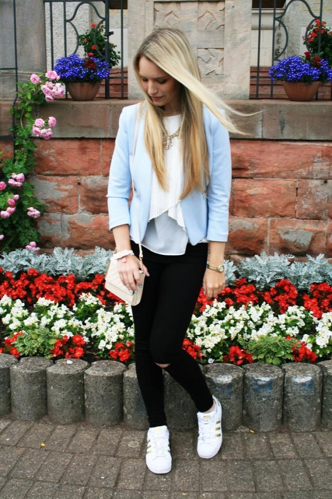 Franziska Elea Blogger Fashion München Sommer 2015 Look Style Outfit Mode Blazer Adidas Superstar schwarze Hose Primark