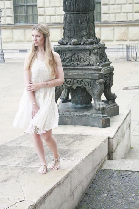 Franziska Elea Sommer 2015 Blogger München Lifestyle Fashion Mode Spitzenkleid Tüllkleid weiß Munich