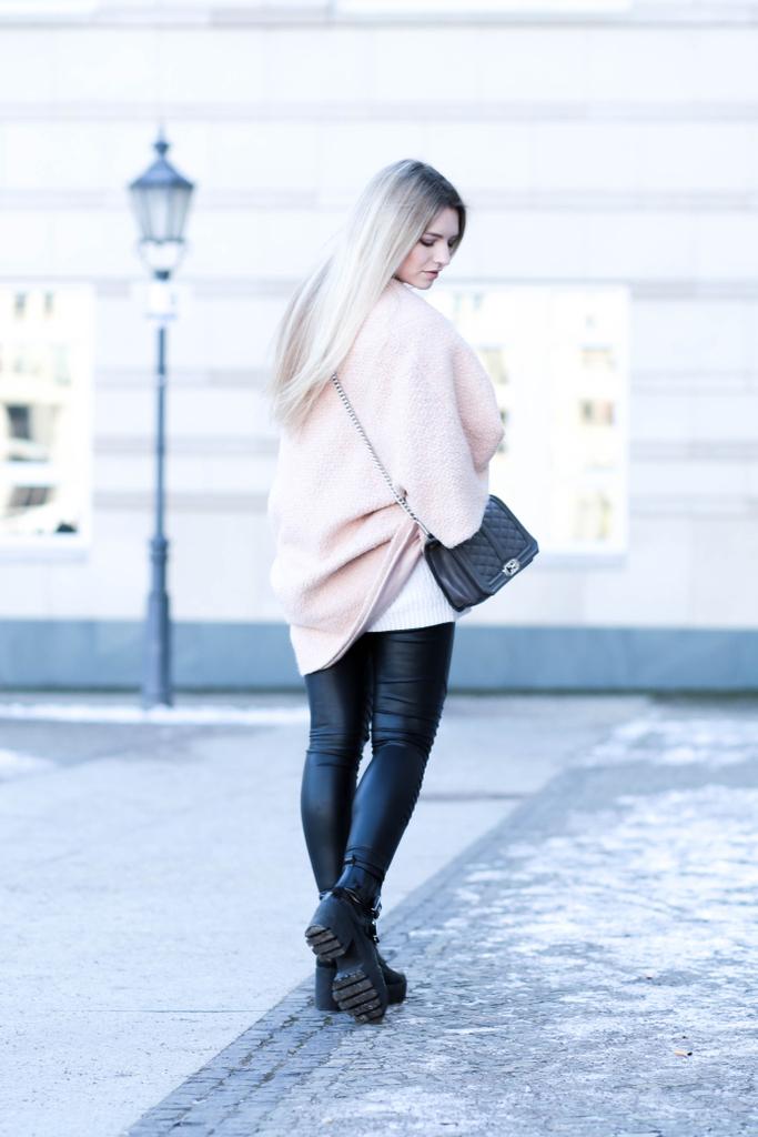 Fashion Week Berlin Fashionblog Modeblog Oversize Mantel Rebecca Minkoff Franziska Elea Streetstyle ootd Instagram