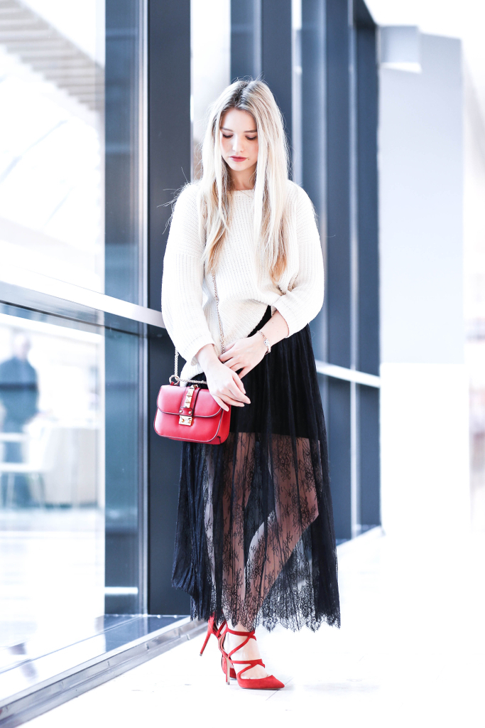 Fashion Week Berlin Outfit 1 Fashionblog Modeblog München Fashionblogger Modeblogger deutsche Blogger MBFW Mercedes Benz Style ootd Valentino Umhängetasche Glam Lock klein Spitzenrock