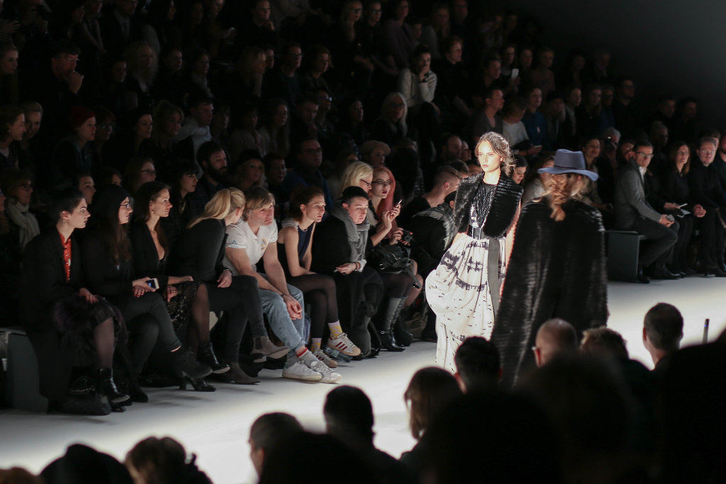 Fashion Week Berlin Outfit Fashionblog Modeblog München Fashionblogger Modeblogger deutsche Blogger MBFW Mercedes Benz Style ootd Rebekka Ruétz Designer Runway Show Fashionshow Mode Haute Couture