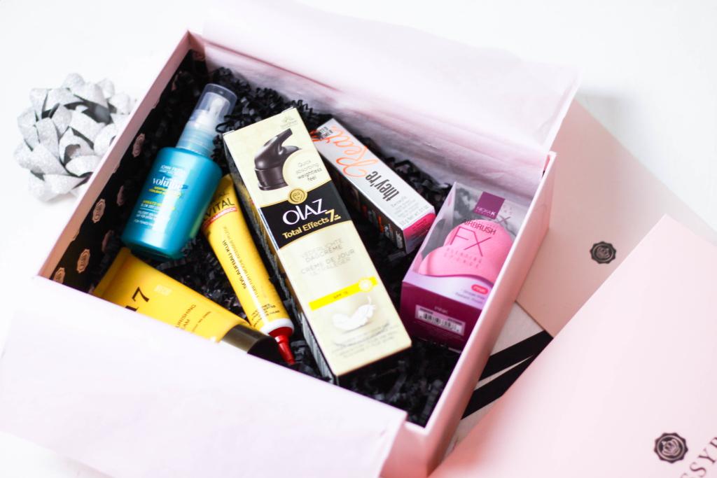 Glossybox Beautyblogger Beauty Box Abo München Fashionblog Modeblog Franziska Elea Olaz John Frieda Benefit deutsche Blogger Instagram