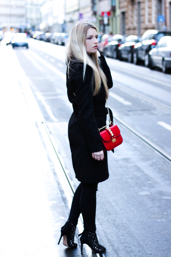 Modeblog Fashionblog München Franziska Elea Janiko High Heels Modeblogger Fashionblogger deutsche Blogger Instagram Blog Munich Mantel H&M All Black