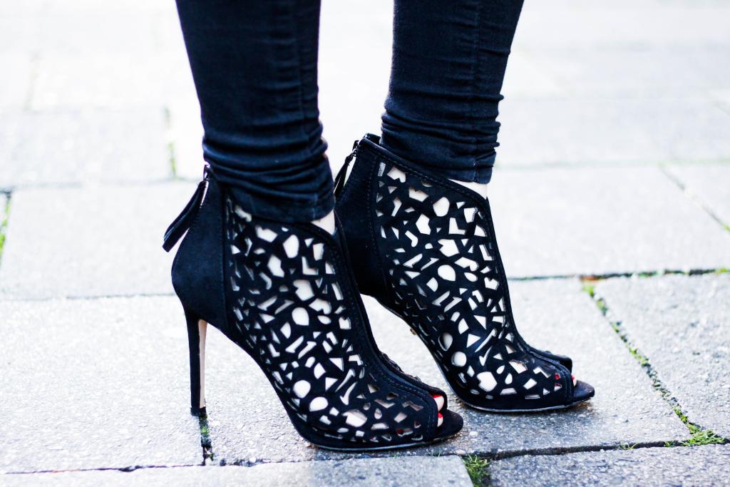 Modeblog Fashionblog München Franziska Elea Janiko High Heels Modeblogger Fashionblogger deutsche Blogger Instagram Blog Munich Mantel H&M All Black Schuhe