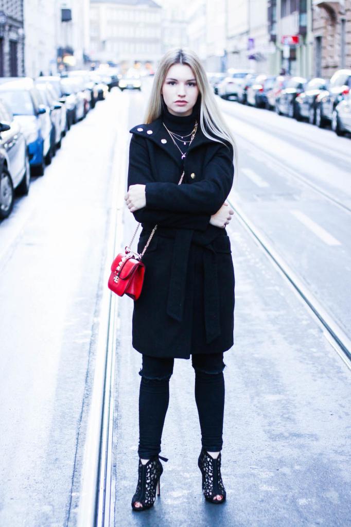 Modeblog Fashionblog München Franziska Elea Janiko High Heels Modeblogger Fashionblogger deutsche Blogger Instagram Blog Munich Mantel H&M All Black Valentino Umhängetasche