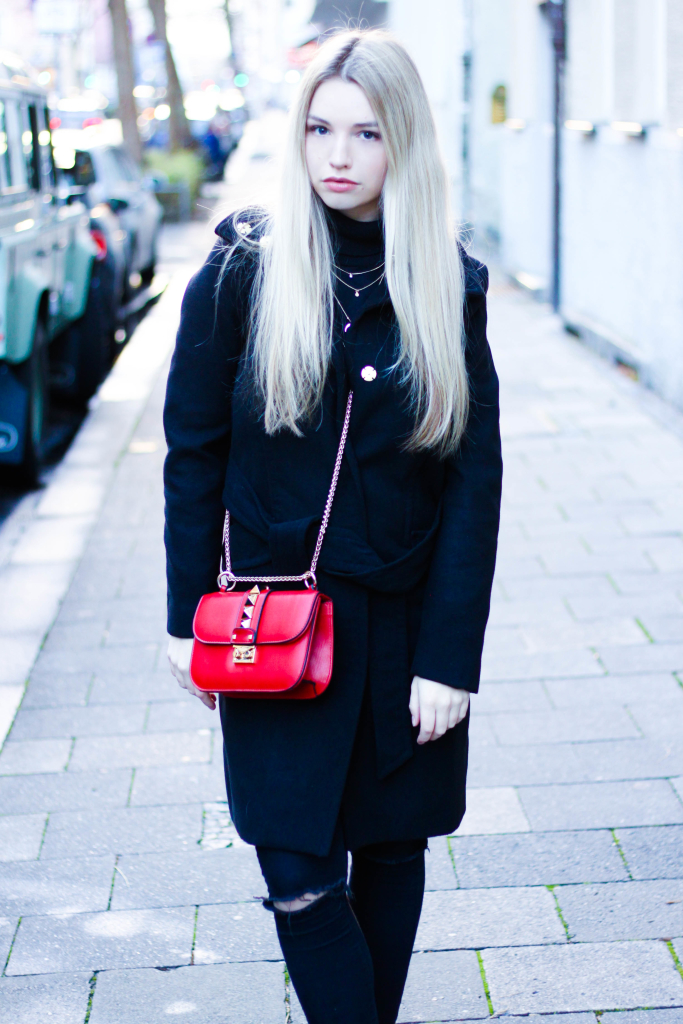 Modeblog Fashionblog München Franziska Elea Portrait Blogger Modeblogger Fashionblogger Mantel All Black Look ootd HM Coat schwarz