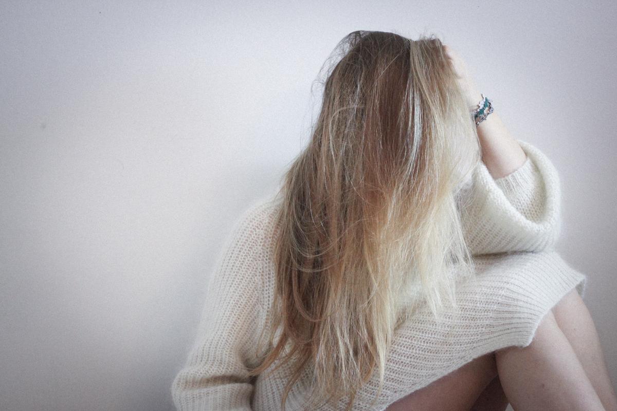 Franziska Elea Matt Haig Buch Depression heilen gegen Selbstmord Abgrund Lifestyle Blog München Berlin Blogger Bett Einsamkeit Pullover Fashionblog Borderline Traurigkeit