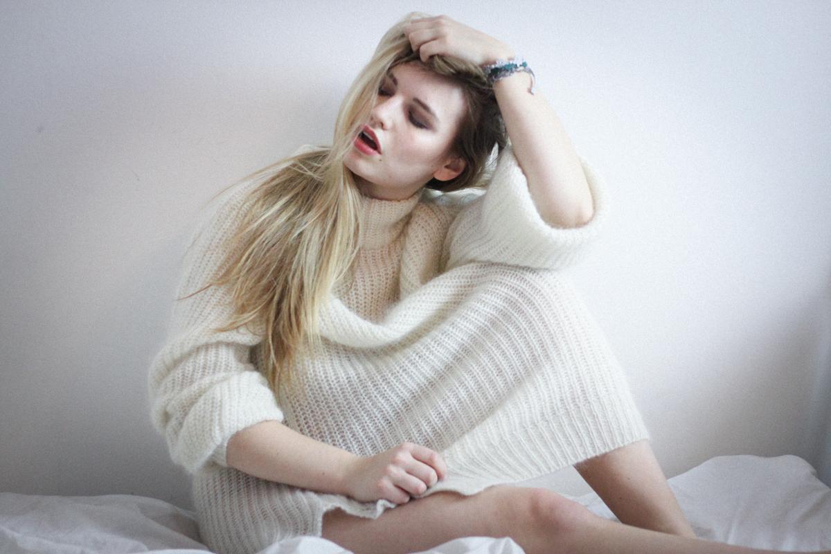 Franziska Elea Matt Haig Buch Depression heilen gegen Selbstmord Abgrund Lifestyle Blog München Berlin Blogger Bett Einsamkeit Pullover Fashionblog Borderline