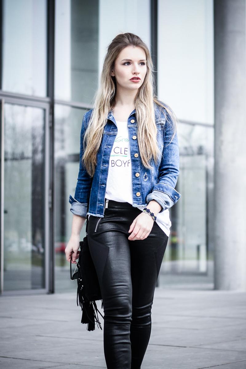 Franziska Elea Mode Blog München Fashionblogger Modeblogger Berlin Instagram Guess Jeansjacke Ash Ledereggins Style Half Bun deutsche Blogger Cruciani Armband Superga Sneakers Frisur