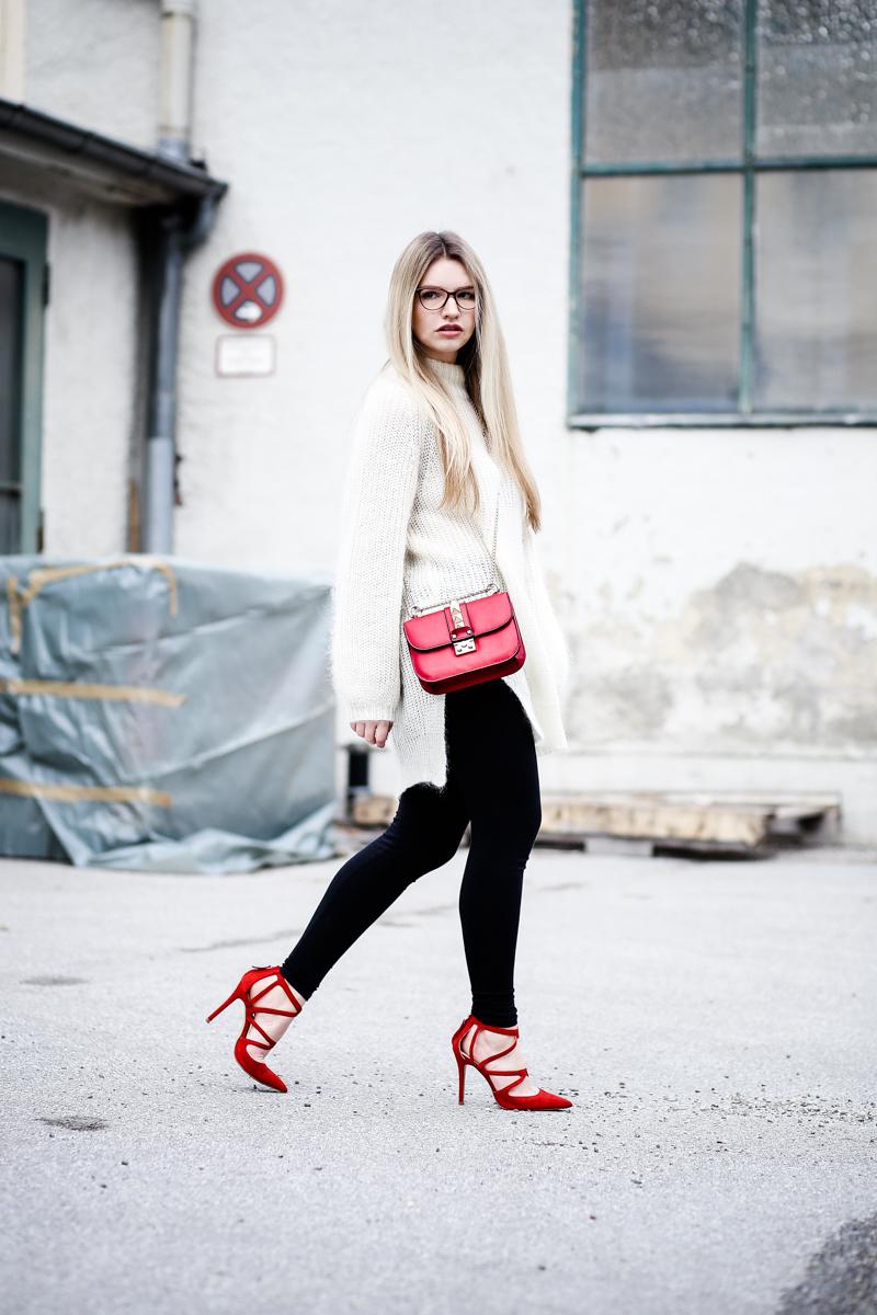 Franziska Elea Mode Blog München ootd Outfit Look Style Fashionblogger Modeblogger Berlin Edited Zara High Heels Valentino Rockstud Oversize Strickpulli Blogger Brille Nerd