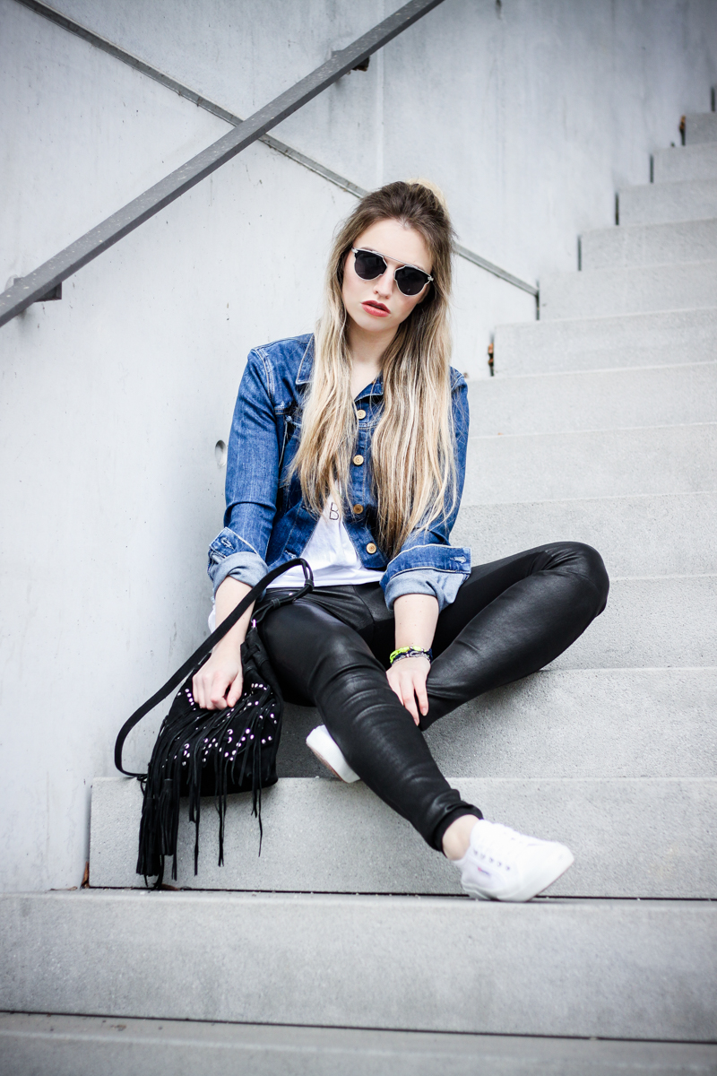 Franziska Elea Mode Blog München ootd Outfit Look Style Fashionblogger Modeblogger Berlin Instagram Guess Jeansjacke Jeans Ash Ledereggins Style Half Bun deutsche Blogger Cruciani Armband