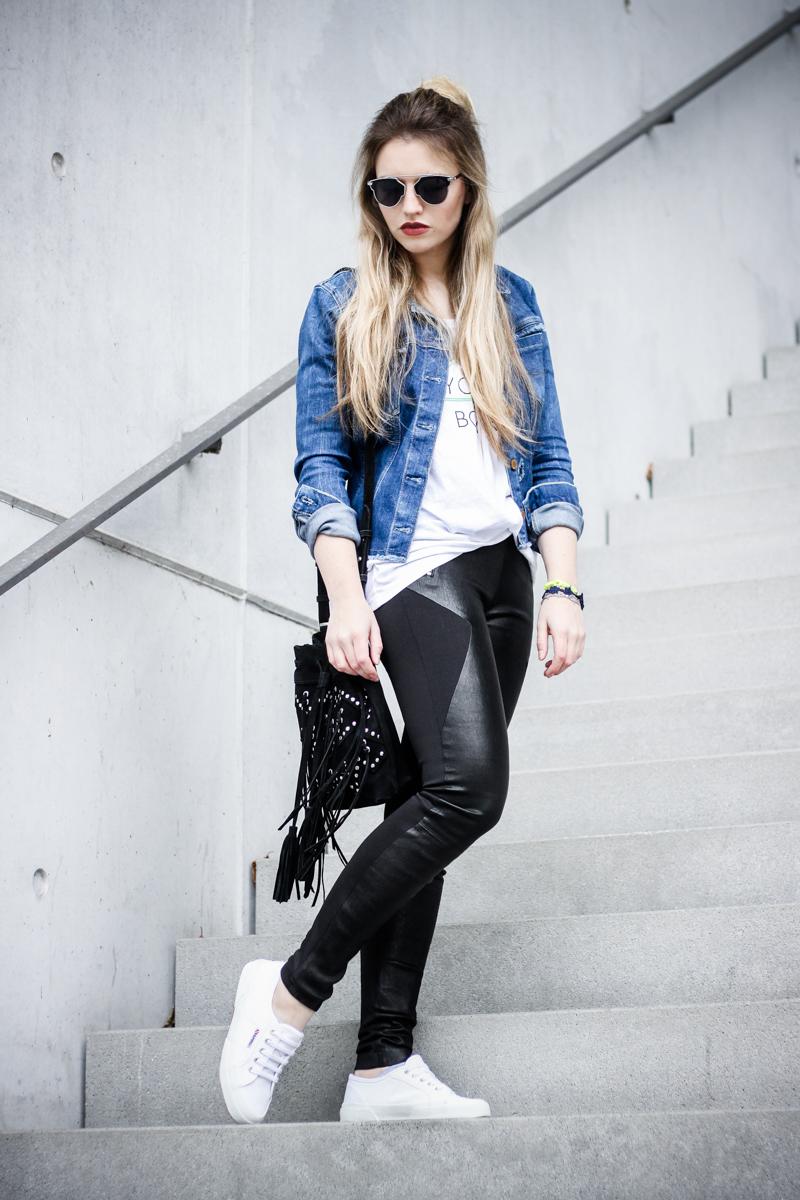 Franziska Elea Mode Blog München ootd Outfit Look Style Fashionblogger Modeblogger Berlin Instagram Guess Jeansjacke Jeans Ash Ledereggins Style Half Bun deutsche Blogger