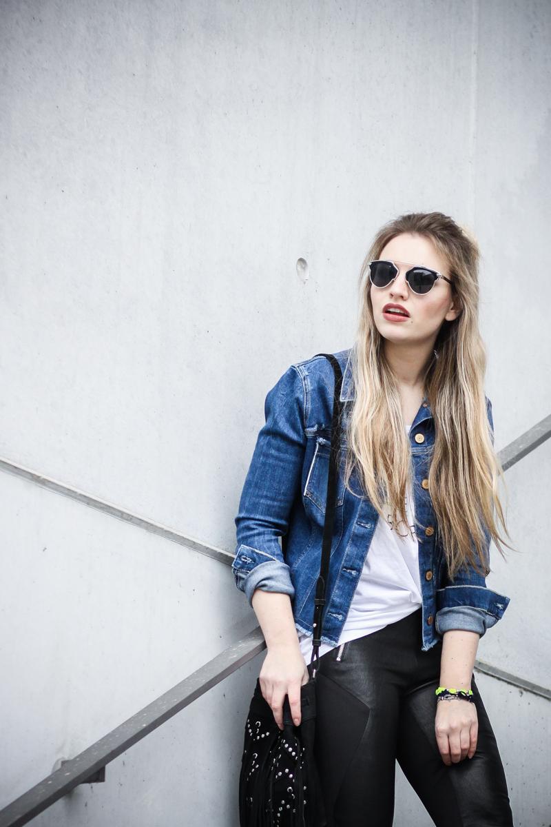 Franziska Elea Mode Blog München ootd Outfit Look Style Fashionblogger Modeblogger Berlin Instagram Guess Jeansjacke Jeans Ash Ledereggins Style Half Bun