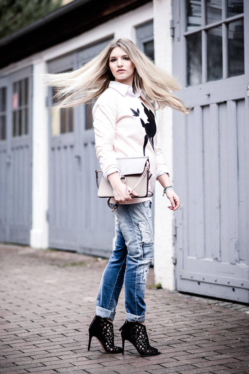 Franziska Elea Outfit Boyfriend Jeans Blue Monkey Sweater Quantum Couture Bambi Mode Blogger München Berlin Streetstyle Sassyclassy Chloé Lookalike