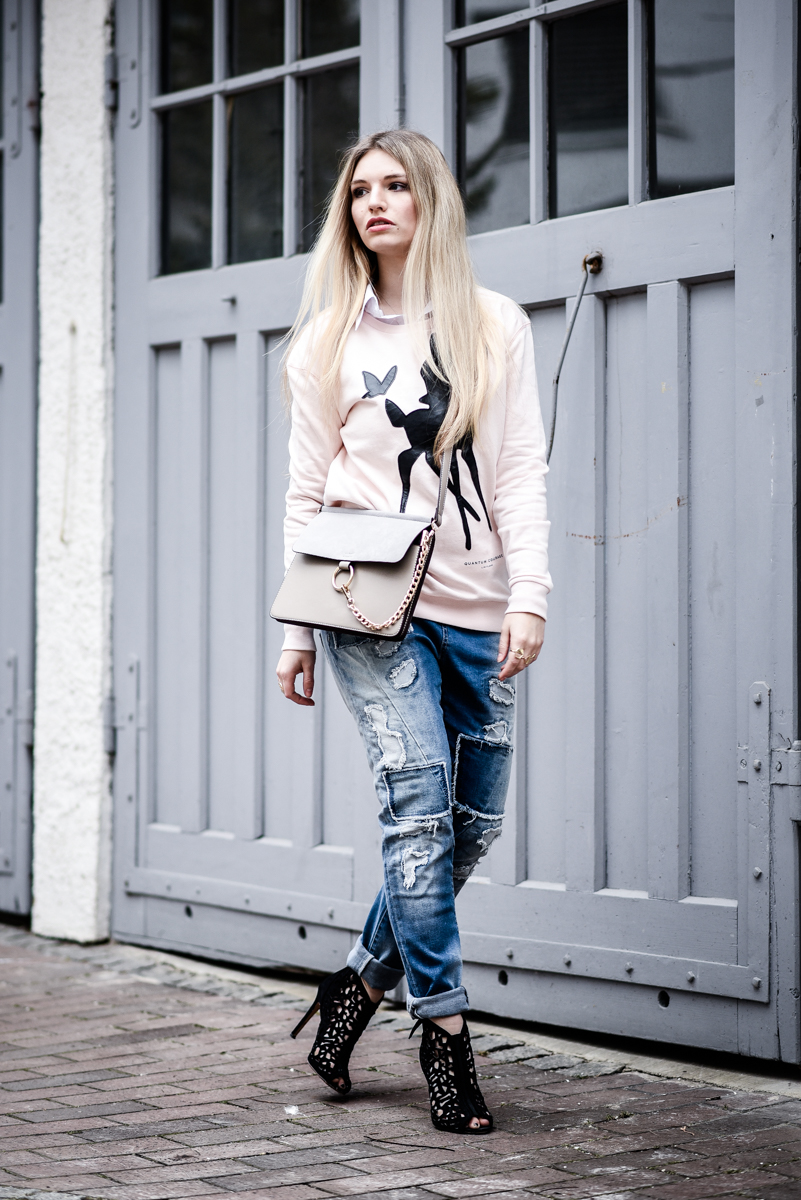 Franziska Elea Outfit Boyfriend Jeans Blue Monkey Sweater Quantum Couture Bambi Mode Blogger München Berlin Streetstyle