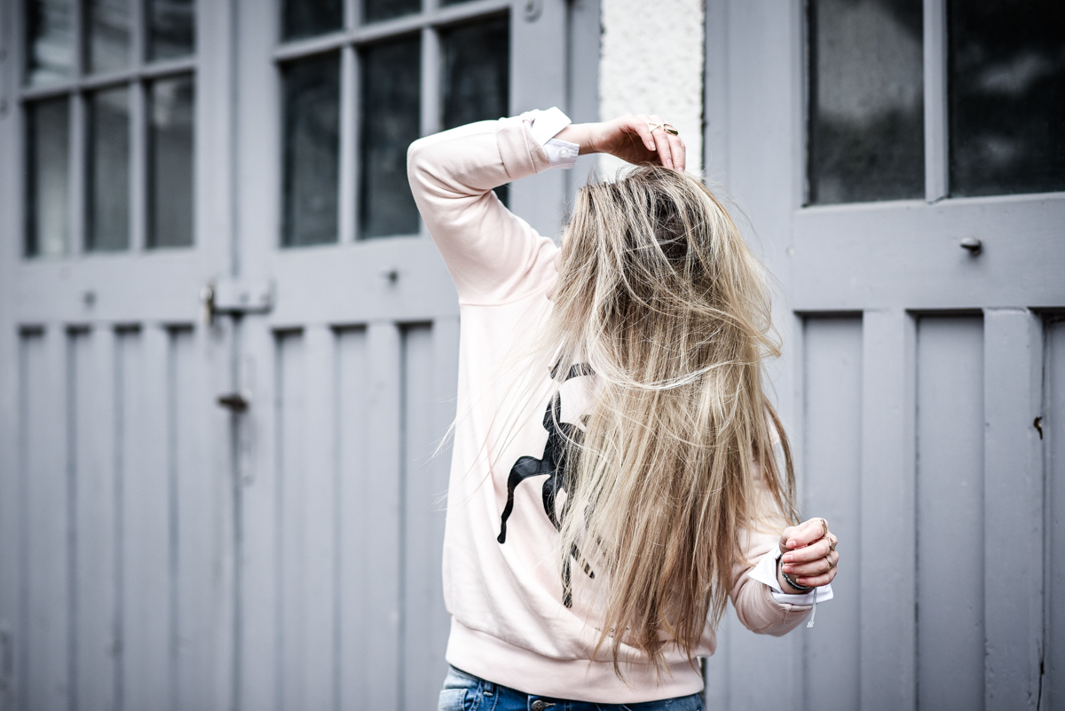Franziska Elea Outfit Boyfriend Jeans Blue Monkey Sweater Quantum Couture Bambi Mode Blogger München Chloé Lookalike Haare Fashionblog