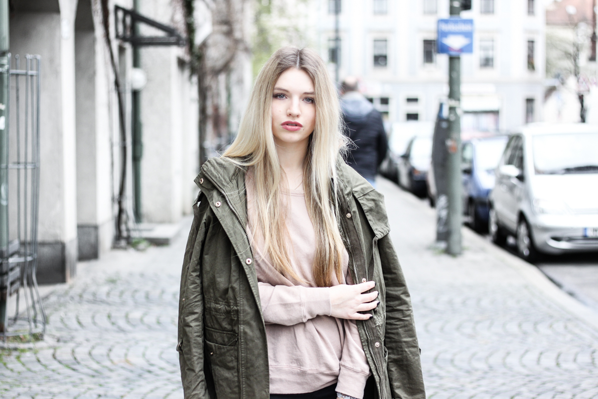 Franziska Elea Blogger Mode Lifestyle Beauty Fashionblog Parka Style Look Superga Sneakers Influencer Instagram Jacke München Outfit khaki American Vintage