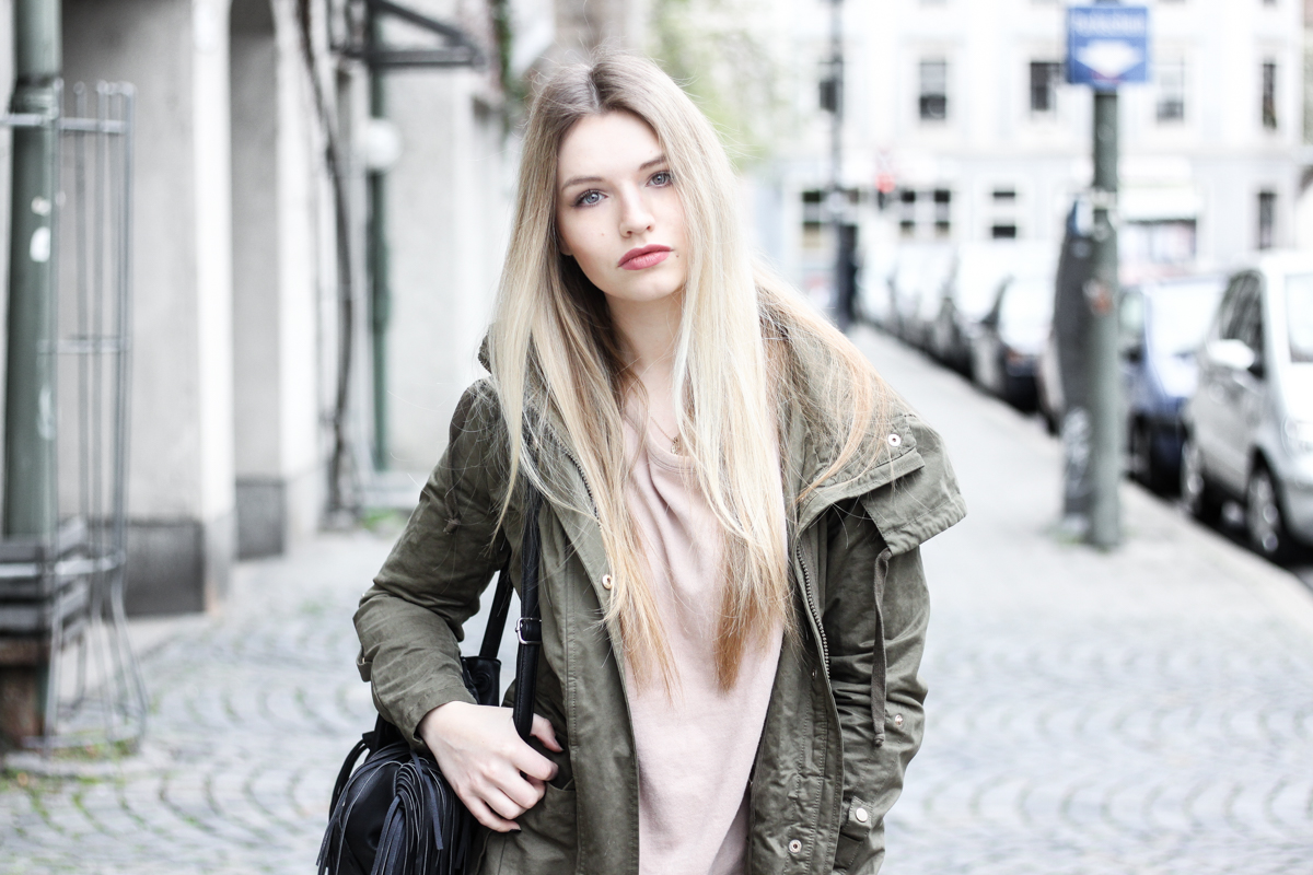 Franziska Elea Blogger Mode Lifestyle Beauty Fashionblog Parka Style Look Superga Sneakers Influencer Instagram Jacke München Outfit khaki