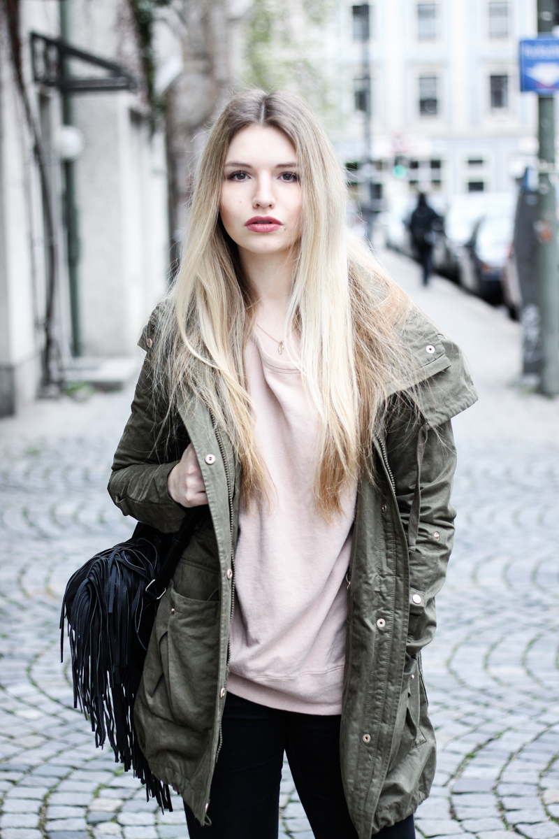Franziska Elea Blogger Mode Lifestyle Beauty Fashionblog Parka Style Look Superga Sneakers Influencer Instagram Jacke München Outfit