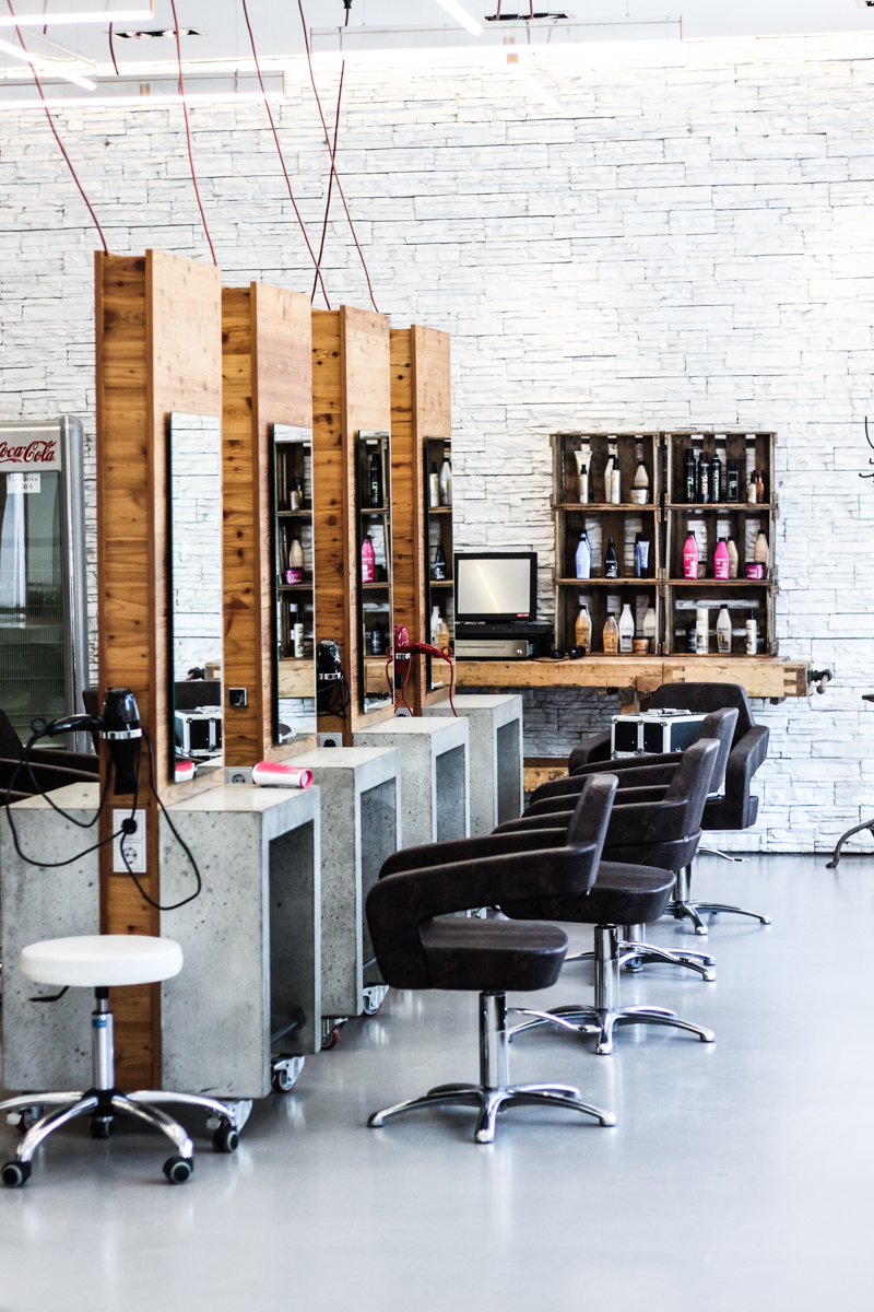 Franziska Elea Blogger Mode Lifestyle Beauty Granny Hair graue Haare färben Silber Friseur München