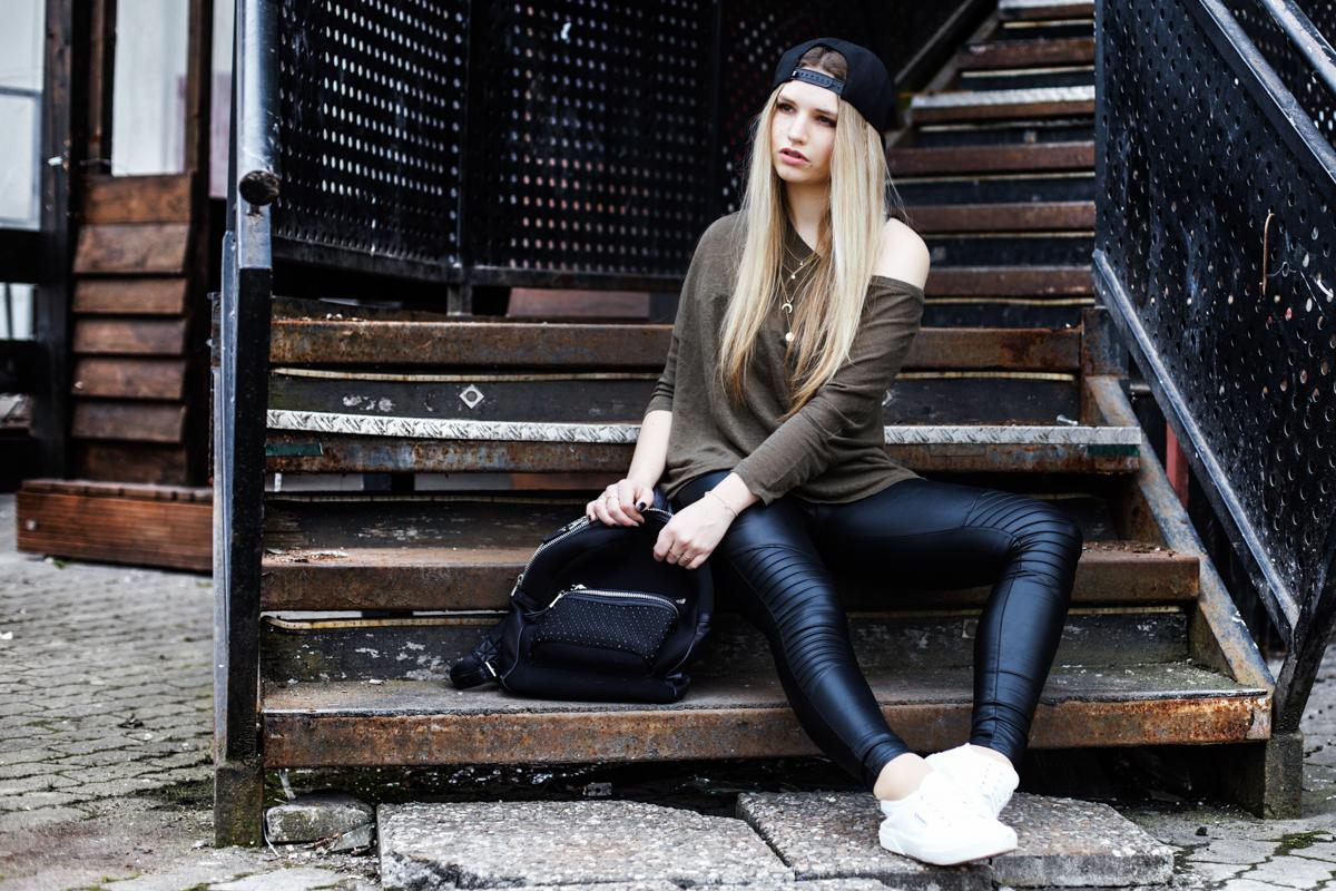 Franziska Elea Blogger Mode Lifestyle Beauty Outfit Kombination Snapback Cap Ash Rucksack American Vintage Lederleggins München Fashionblog