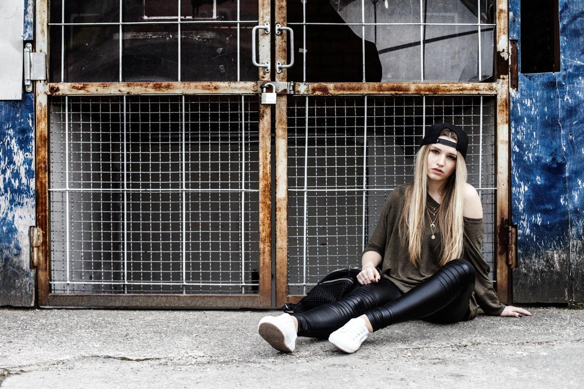 Franziska Elea Blogger Mode Lifestyle Beauty Outfit Kombination Snapback Cap Ash Superga München Fashionblog ootd