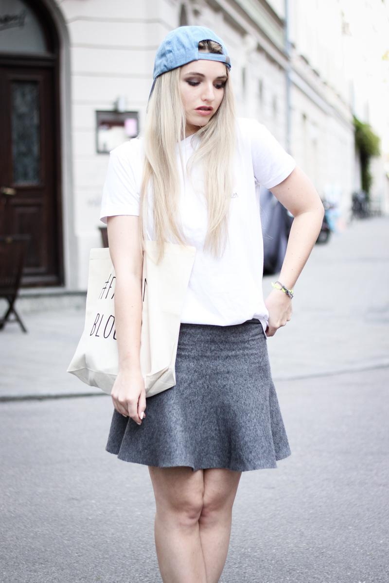 Franziska Elea Blogger Fashionblog Mode T Shirt Einhorn Unicorn Camaloon Mini Rock Adidas Jute Beutel Outfit Cap