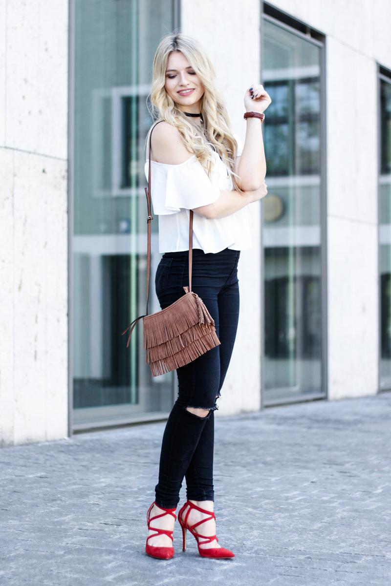 Franziska Elea Blogger Locken Extensions Choker Asos Halsband Camisole Oberteil luftig ootd Outfit Kombination 90s Kette Zara Sommer Look