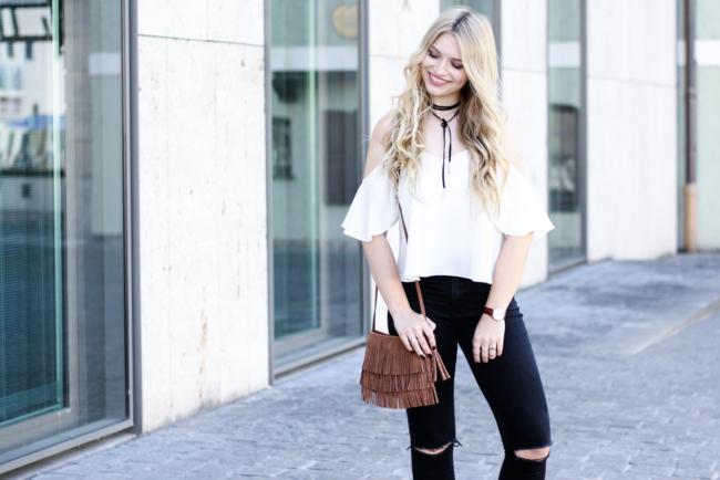 Franziska Elea Blogger München Locken Extensions Choker Asos Halsband Camisole Deutschland ootd Outfit Kombination 90s Kette Zara Fashion Blog
