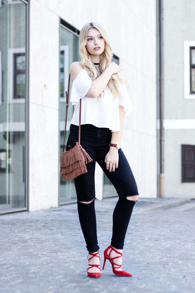 Franziska Elea Blogger München Locken Extensions Choker Asos Halsband Camisole Oberteil luftig ootd Outfit Kombination 90s Kette Zara Fashion Blog