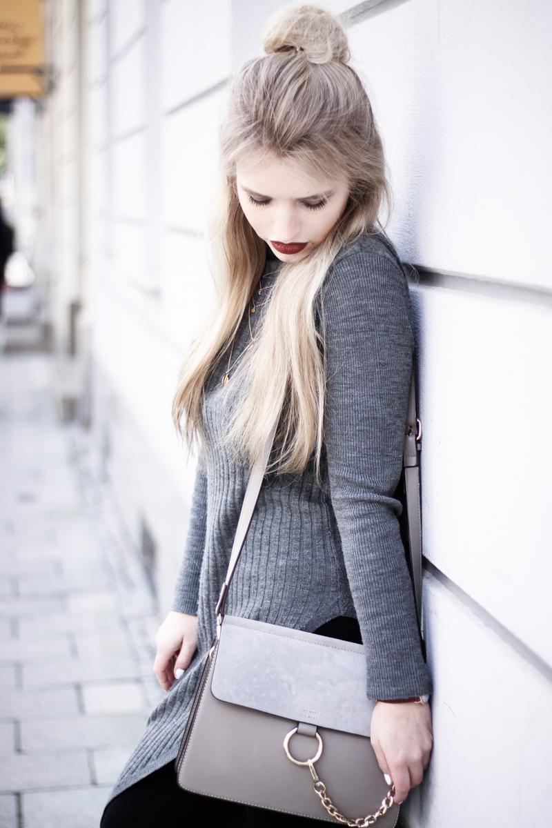 Franziska Elea Blogger Mode Lifestyle Beauty Fashionblog Outfit ootd Strickkleid Frühling Sommer Modeblog München Half Bun Frisur Streetstyle