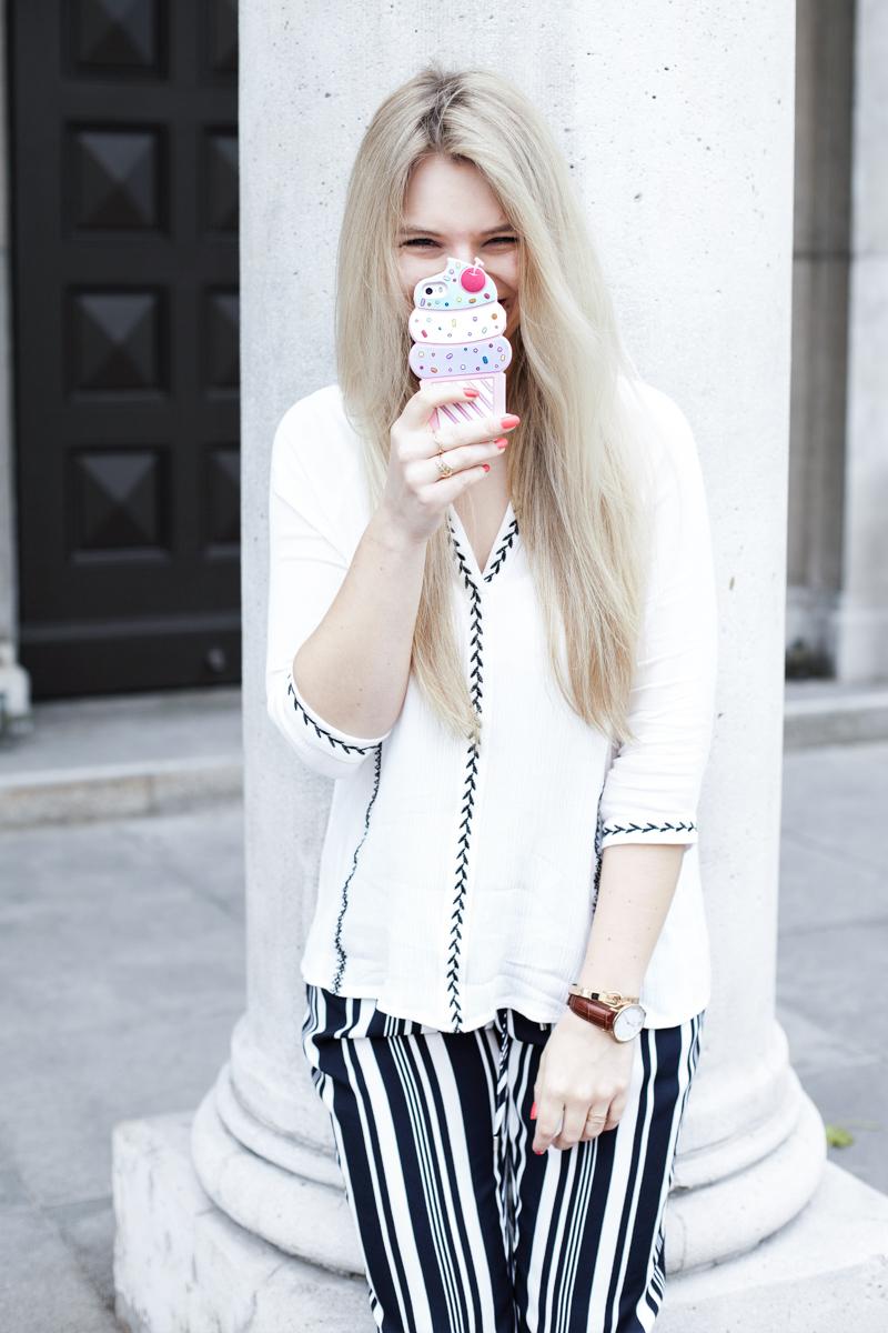 Franziska Elea Blogger München Modeblogger Bluse Shooting Fashionblog Handy Hülle Silikon Eis lustig Gummi Kapten Son Uhr Armbanduhr