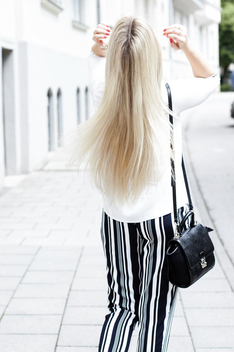 Franziska Elea Blogger München Modeblogger Bluse weiß gestreifte Hose Sommer Zara Streetstyle Fashion Mode Haare blonde lange Haarbild Munich