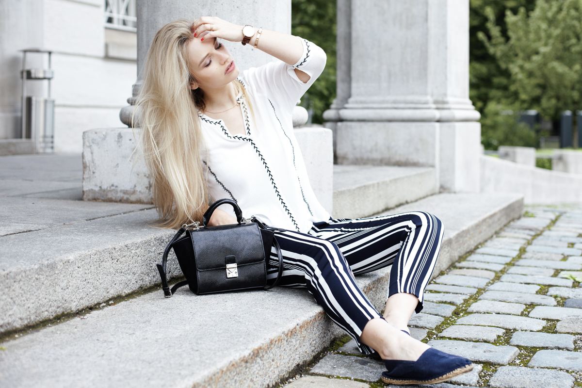 Franziska Elea Blogger München Modeblogger Bluse weiß gestreifte Hose Sommer Zara Streetstyle Fashion Mode ootd Outfit Sommertrend Espadrilles