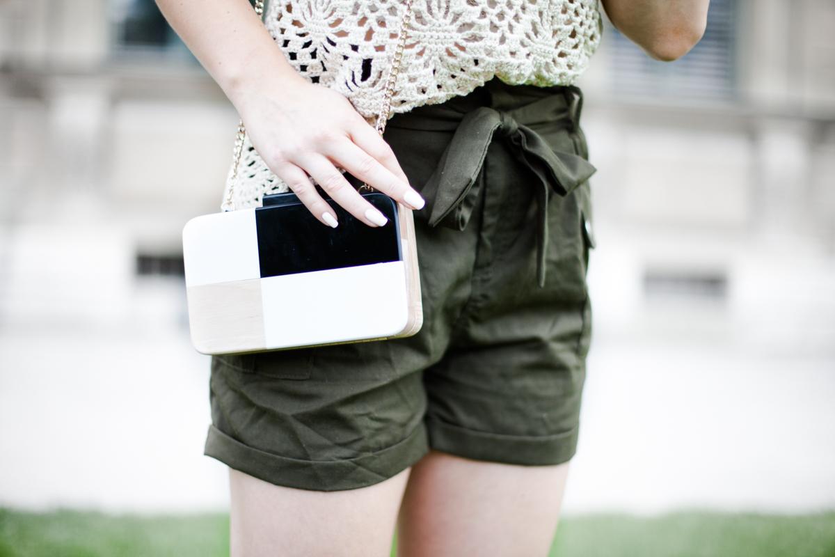 Franziska Elea deutsche Blogger Inspo Modeblog München Fashionblog Inspiration Häkeltop Frisur Dutt ootd Mango Tasche Holz Details khaki Shorts