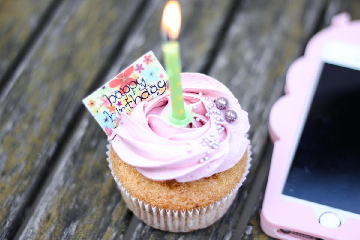 Franziska Elea deutsche Blogger München Modeblogger Instagram Geburtstag Cupcake Foodporn rosa Muffin backen Kuchen Fashion Blog