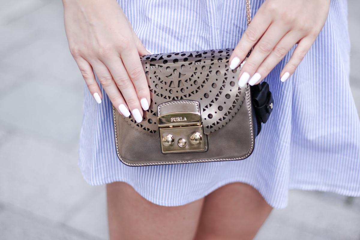Franziska Elea deutsche Blogger München Modeblogger Instagram Off Shoulde Streifen Furla Metropolis Umhängetasche Metallic Crossbody Champagnerfarben