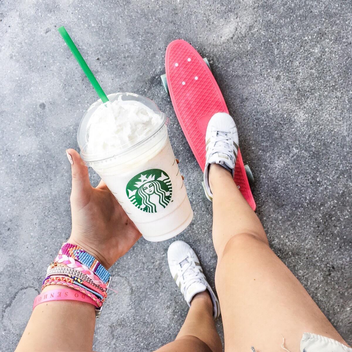 Franziska Elea deutsche Blogger Penny Board Skateboard pink Inspo Starbucks Frappuccino Modeblog München Fashionblog Inspiration Adidas Superstar