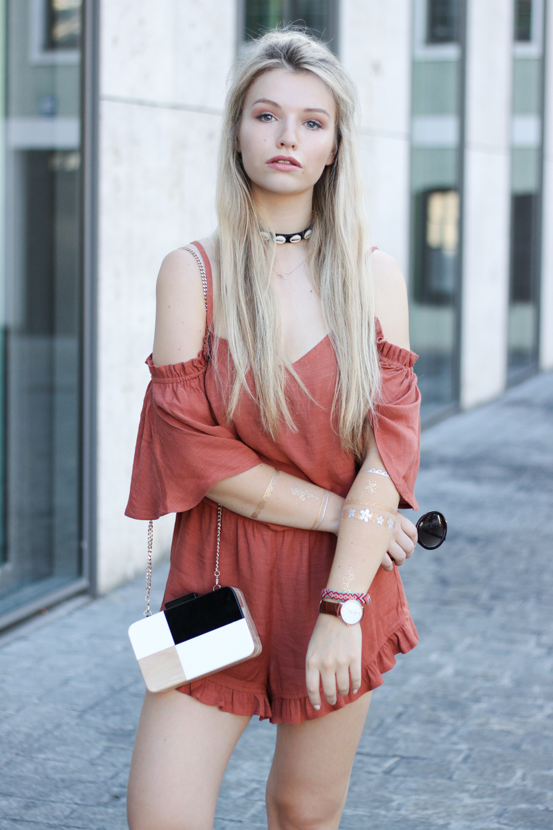 Franziska Elea deutsche Blogger Modeblog Fashion Blog München Jumpsuit Playsuit Mango Details New Look Halsband Flash Tattoos Sonnenbrille