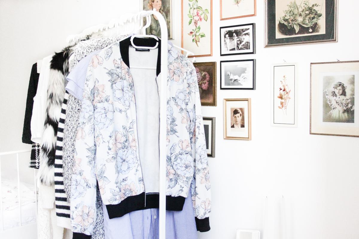 Franziska Elea deutsche Blogger Modeblog Fashion Blog München Kleiderstange Interior shabby vintage Bomber Jacke pastell Kleiderschrank Fashionblog