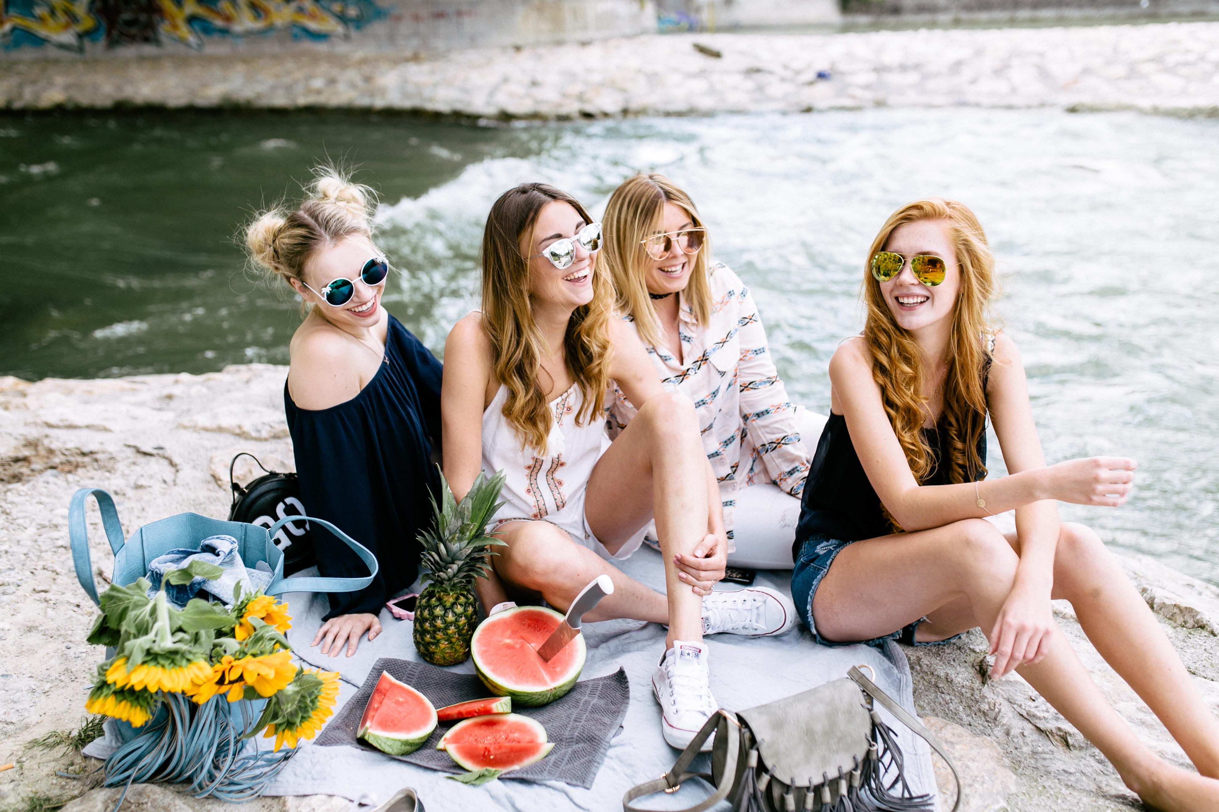 Franziska Elea deutsche Blogger Squad Mädels Picknick Wassermelone Ananas Sommer Outfits ootd Girls Freundinnen