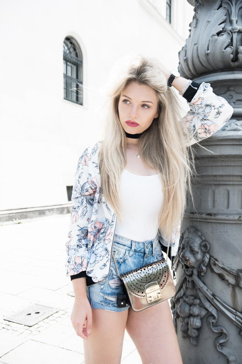 Franziska-Elea-deutsche-Blogger-Modeblog-Fashion-Blog-München-Sommer-Outfit-ootd-Sommerlook_Bomber pastell