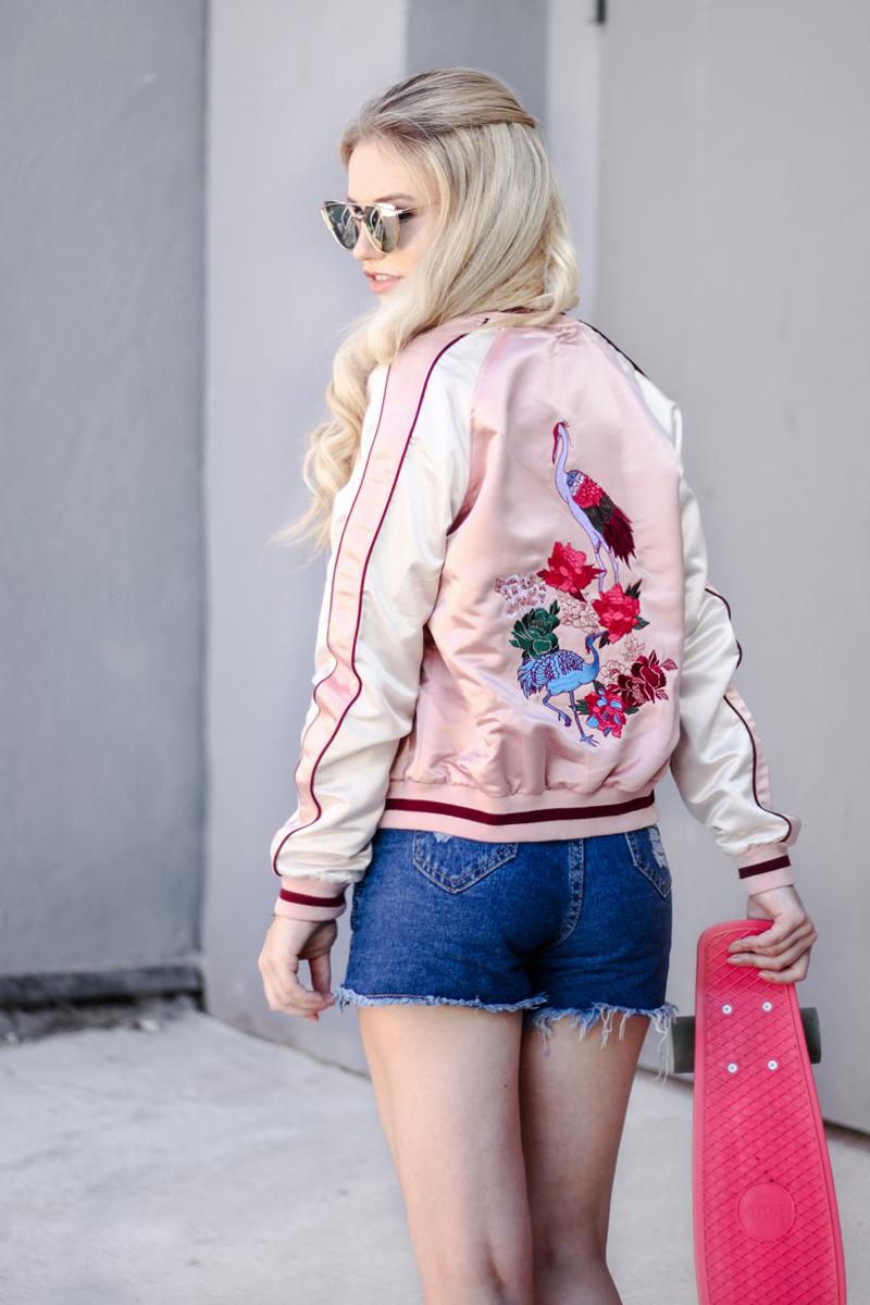 Franziska-Elea-deutsche-Blogger-Modeblog-Fashionblog-München-Bomberjacke-Satin-Locken-blonde-lange-Haare-Glätteisen-Lockenstab-Hairstyle