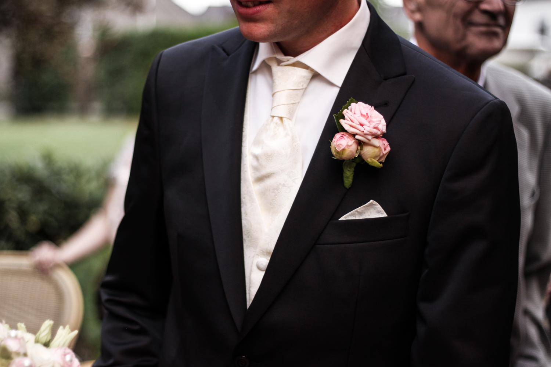 Franziska Elea deutsche Blogger Modeblog Fashionblog München Hochzeit Braut Brautstrauß Blumenstrauß Anzug weiß rosa Hochzeitsanzug Details Bräutigam_