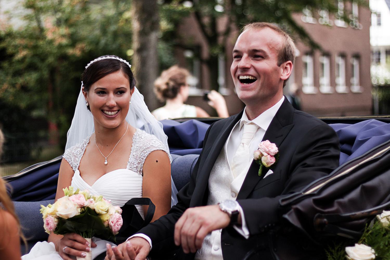 Franziska-Elea-deutsche-Blogger-Modeblog-Fashionblog-München-Hochzeit-Braut-Brautstrauß-Brautpaar-Kutsche-Perde-Hochzeitskutsche-Liebe