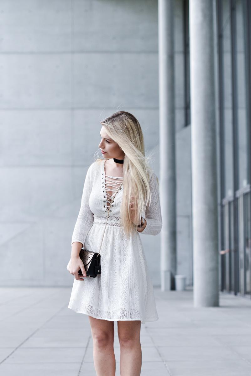 Franziska-Elea-deutsche-Blogger-Modeblog-Fashionblog-München-Kleid-Schnürung-Schnürkleid-Review-Sommerkleid-Sommer-Mode-Furla-Style-ootd-Outfit