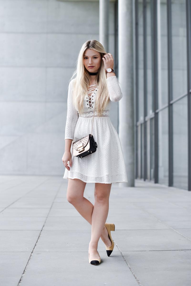 Franziska-Elea-deutsche-Blogger-Modeblog-Fashionblog-München-Kleid-Schnürung-Schnürkleid-Review-Sommerkleid-Sommer-Mode-weiß-offwhite_
