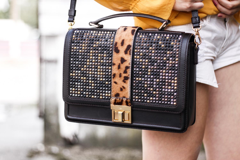 Franziska Elea deutsche Blogger Modeblog Fashionblog München Zara Details Blog Animal Print Nieten Umhängetasche Mode Tasche MCM