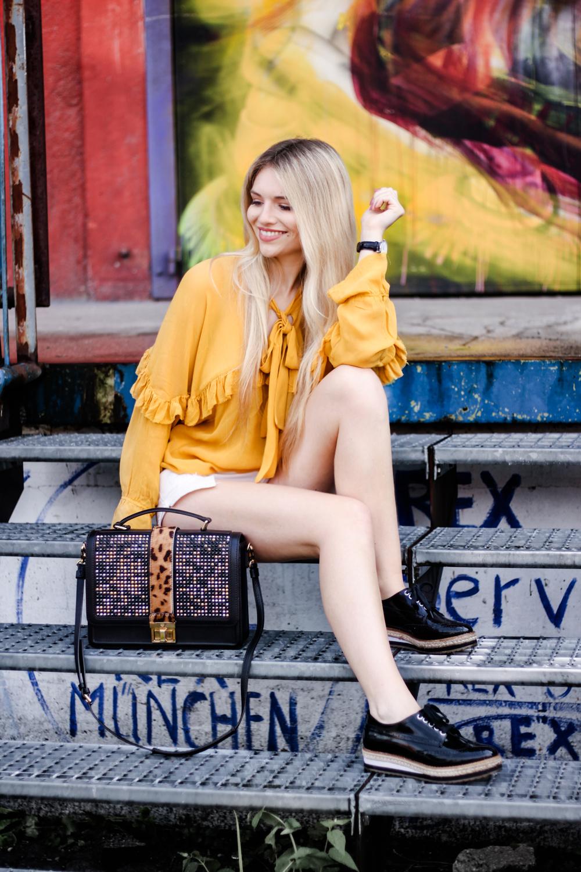 Franziska-Elea-deutsche-Blogger-Modeblog-Fashionblog-München-Zara-Outfit-Style-Fashion-kombinieren-Bluse-Schleife-ootd-senfgelb-Mode-Tasche-MCM