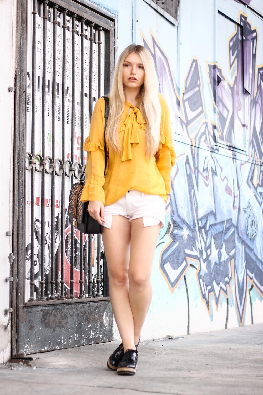 Franziska-Elea-deutsche-Blogger-Modeblog-Fashionblog-München-Zara-Outfit-Style-Look-kombinieren-Bluse-Schleife-ootd-Outfitblogger-Hot-Pants